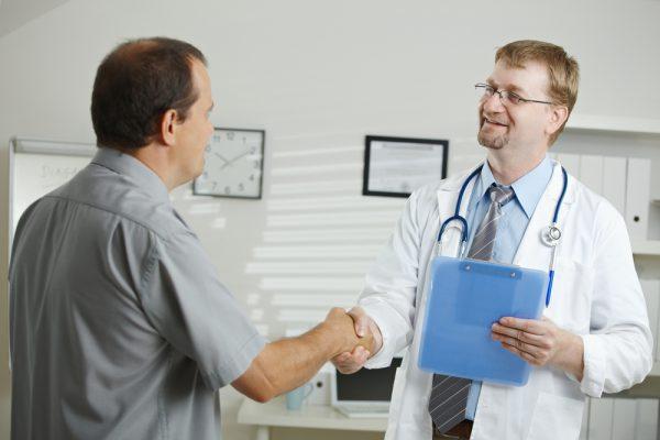 Выброс желчи в желудок: симптомы и лечение